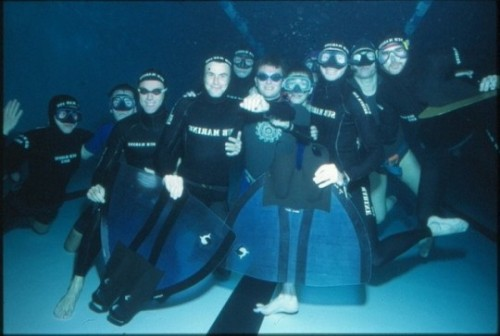 L'équipe universitaire en 1989 à la piscine universitaire
