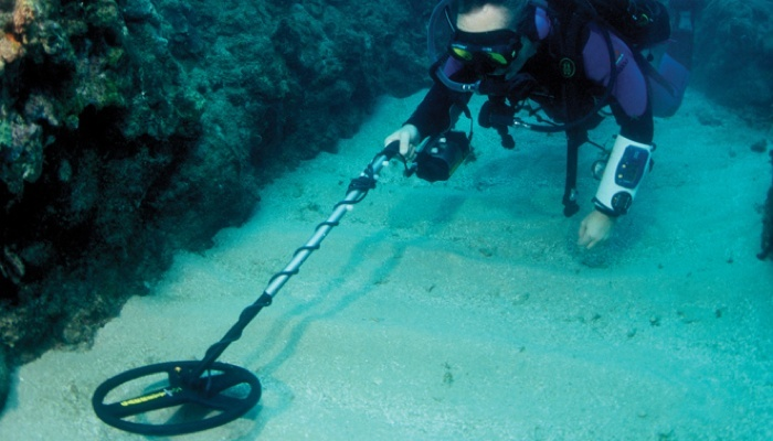 Underwater Metal Detecting Brings Lost Antiques to the Surface 2