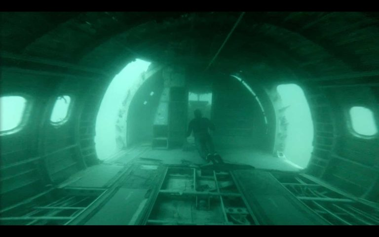 [VIDEO] Freediving The Plane Wreck