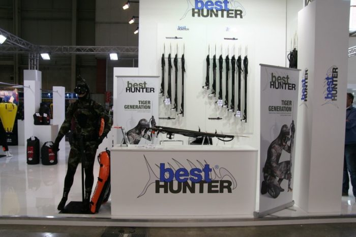 EUDI Show Best Hunter wetsuit and arbalete gun line