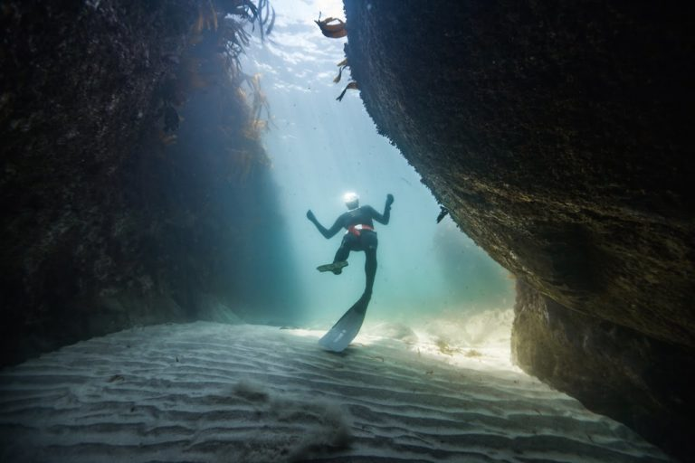 [VIDEO] Freediving The Gullies Of Kynance, Cornwall