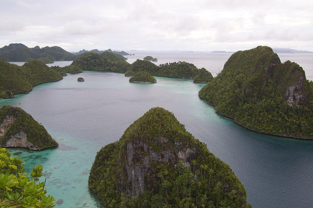 Wayag_Island,_Raja_Ampat_(14467281965)