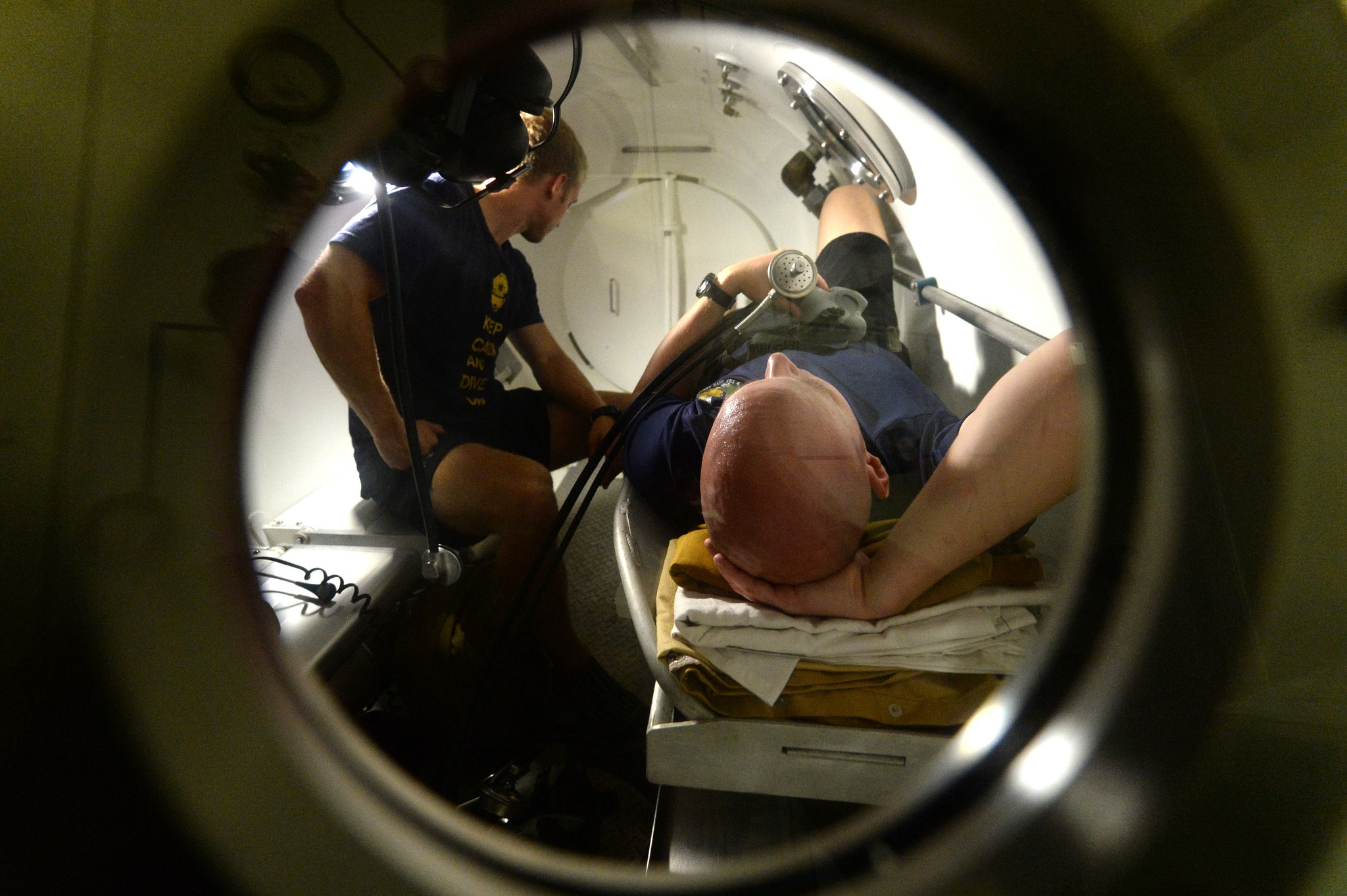 dive healthy Avoid a Trip to the Recompression Chamber US Navy Photo