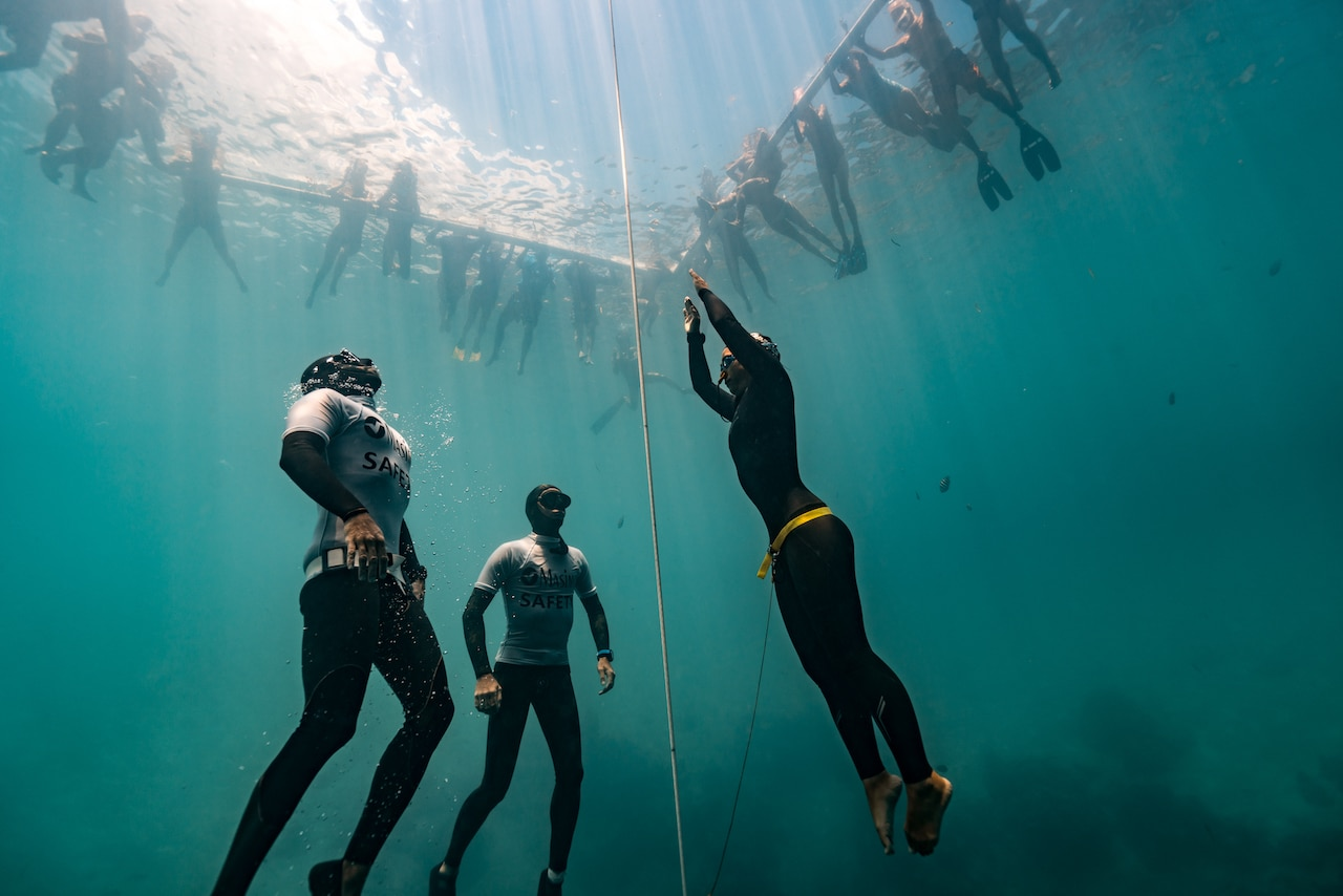 Marco Cosentino and Regan Hall accompany Sayuri to the surface (photo by Daan Verhoeven)