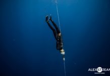 Carlos Correa, calm as a cucumber, descending during his national record dive.