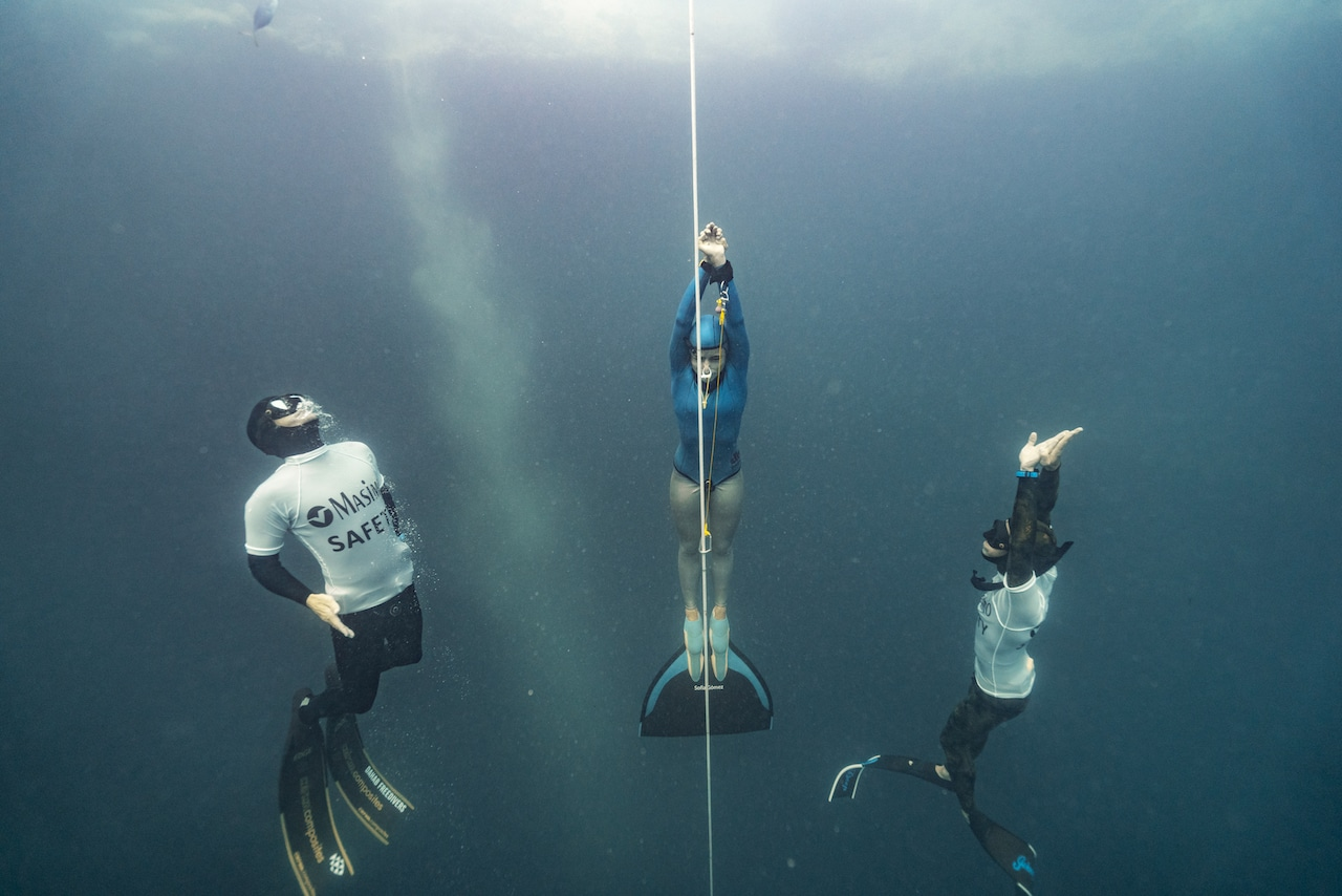 The Masimo safety divers escort Sofia Gomez of Colombia up on her CWT ascent (photo by Daan Verhoeven)