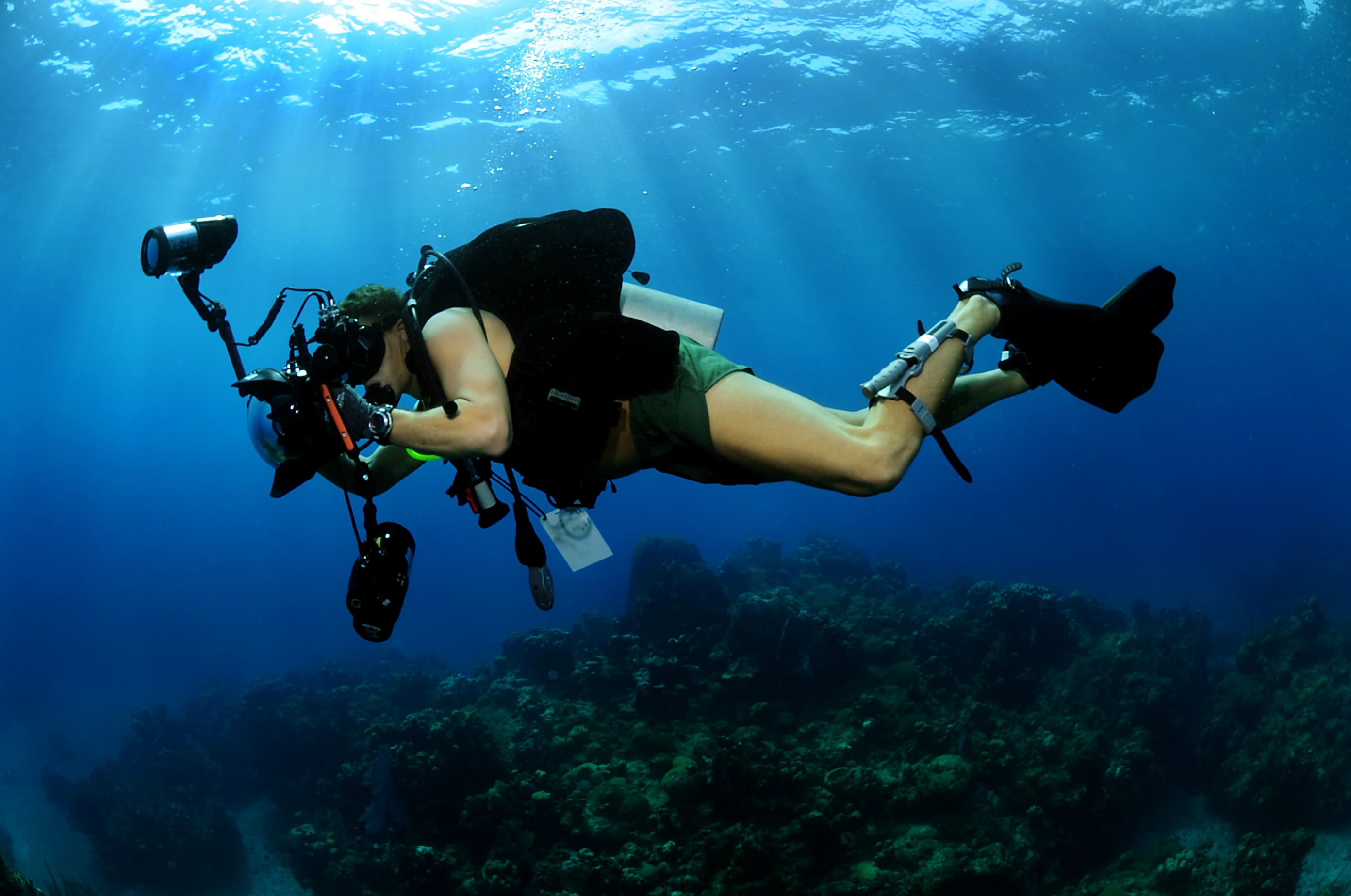 solo dive photograper