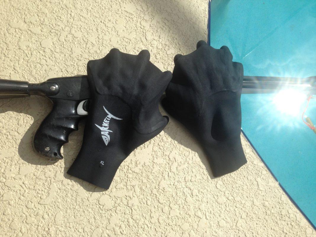 Darkfin Webbed Gloves