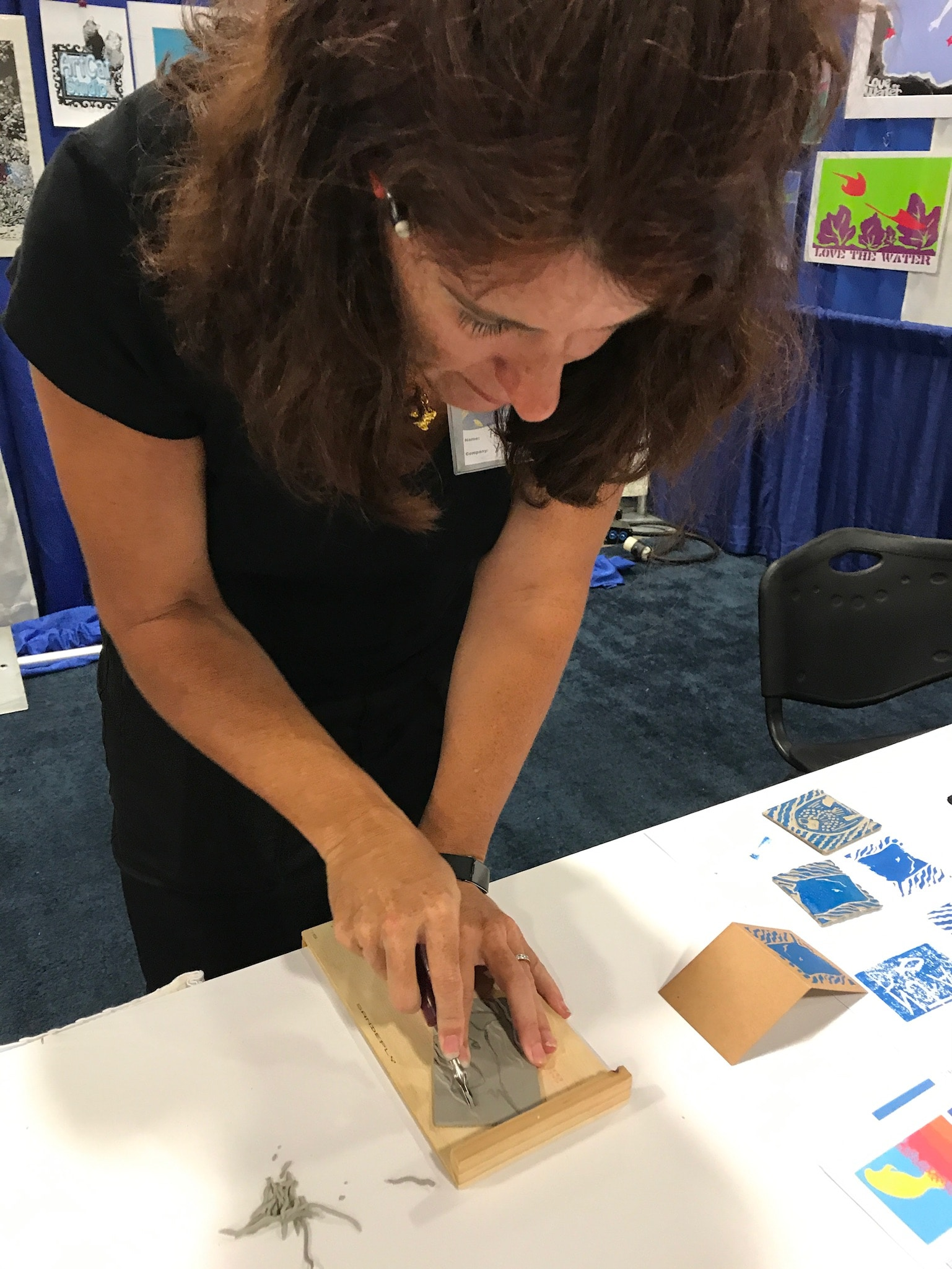 Patricia showing her artistic technique at The Blue Wild Expo