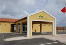 Drive thru service at Dive Friends Bonaire's new location at the Marriott Courtyard. (Photo credit: Dive Friends Bonaire)