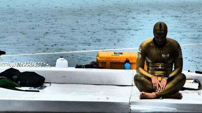 Alexey tunes out the world to prepare for his record-setting dive (photo © Ruben Quido)