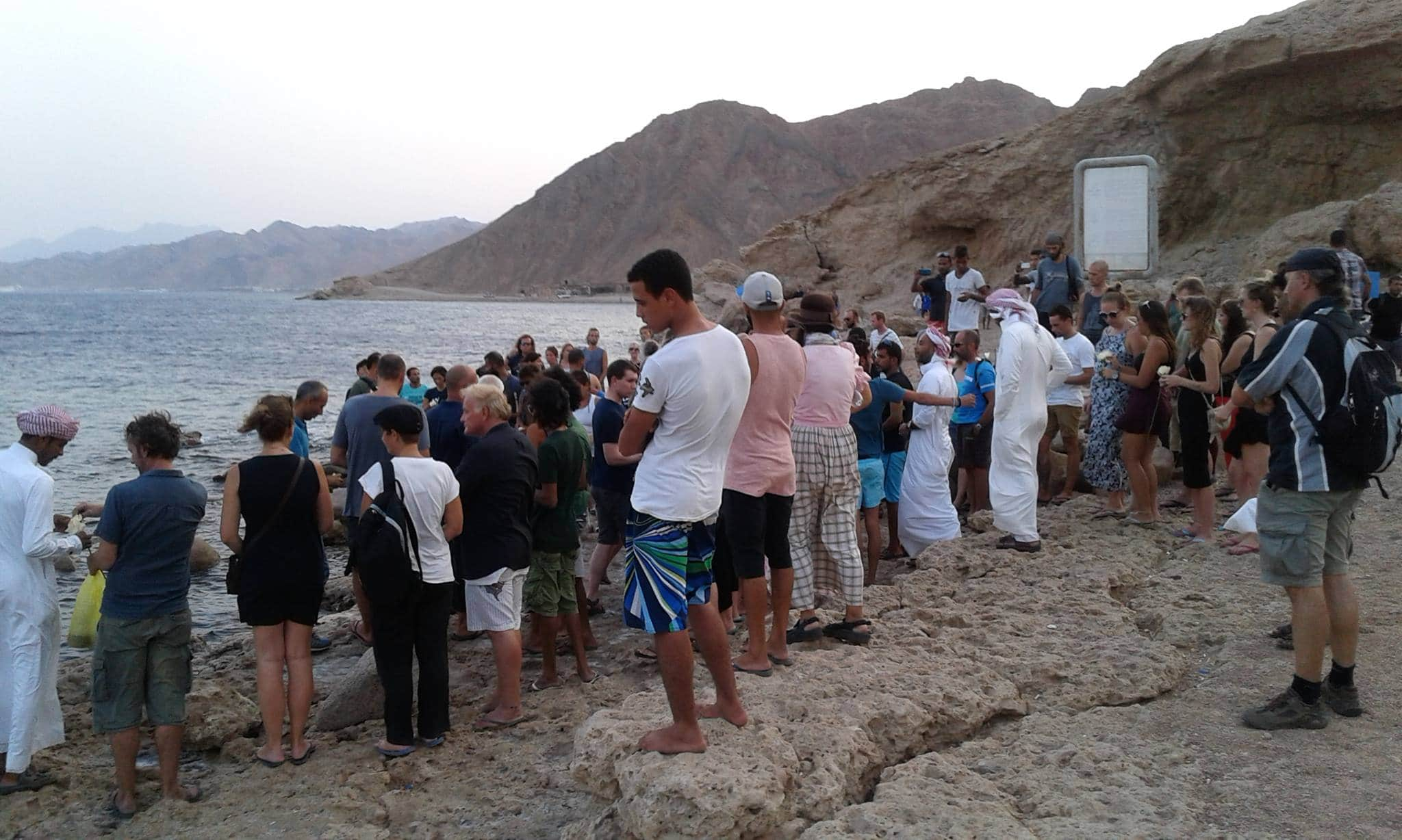 A memorial gathering at the Blue Hole in Dahab to pay tribute to Stephen Keenan. (photo by Olivier Server)