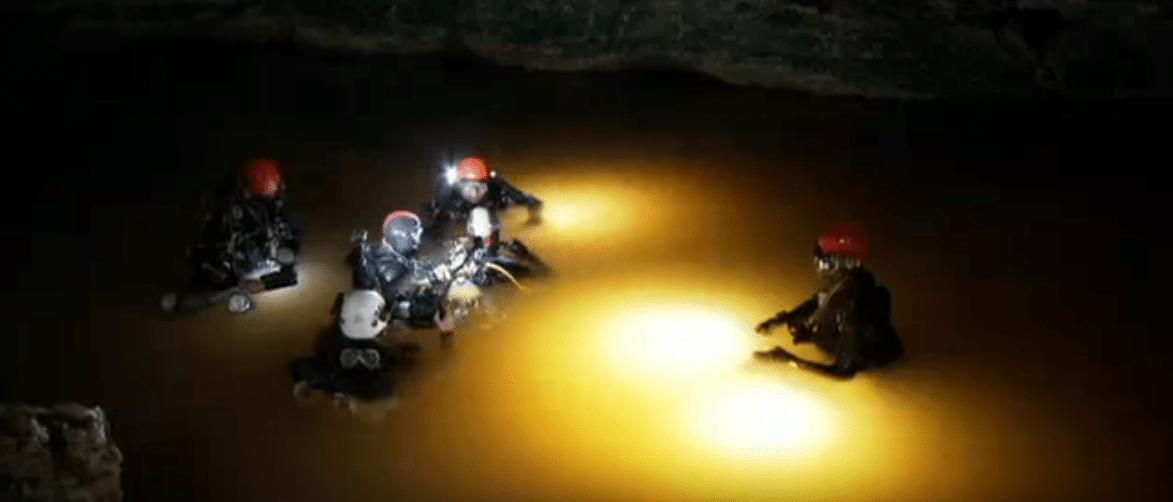 Divers entering Sa Piqueta