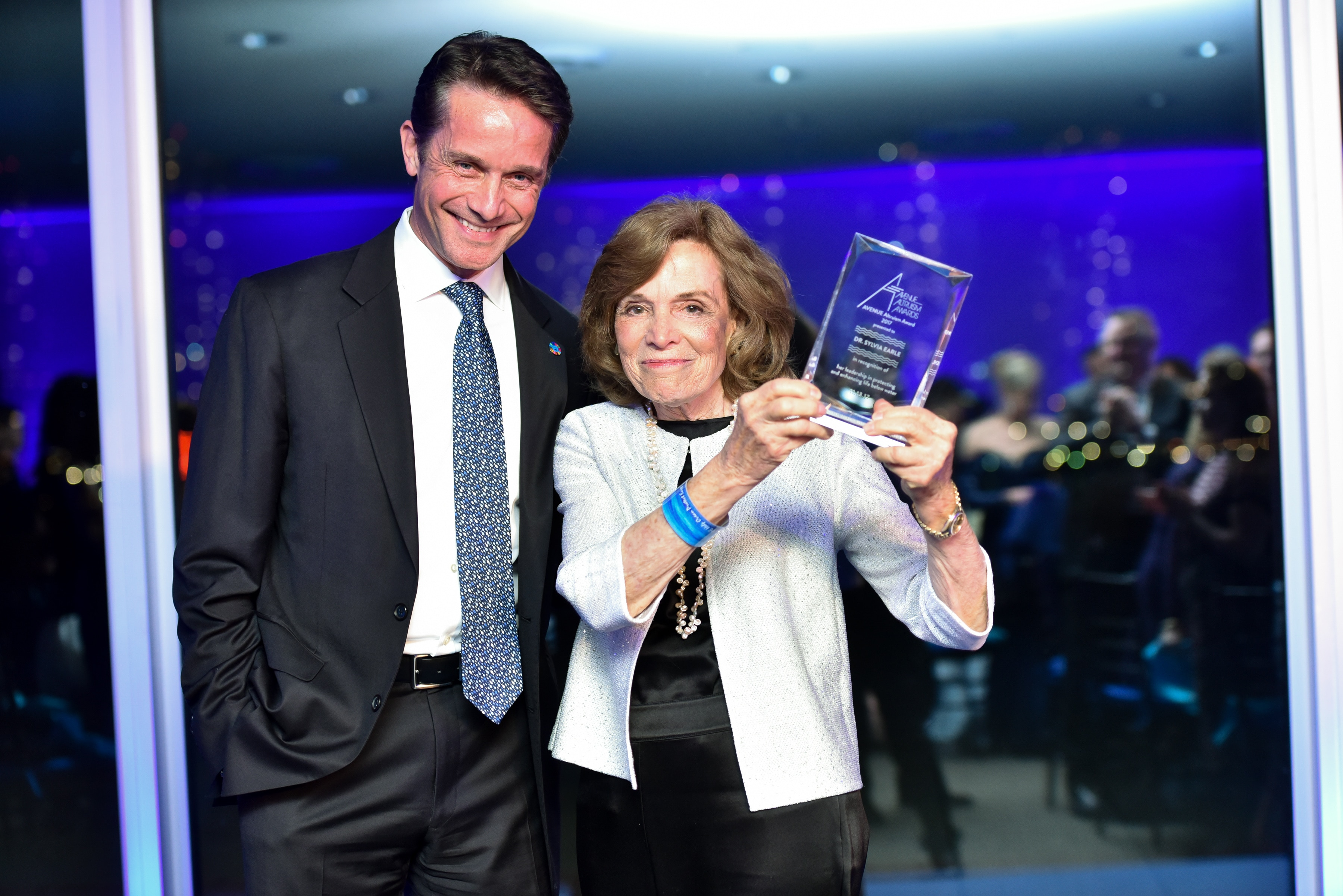 Dr. Sylvia Earle with Fabian Cousteau with he Avenue Altruism Award