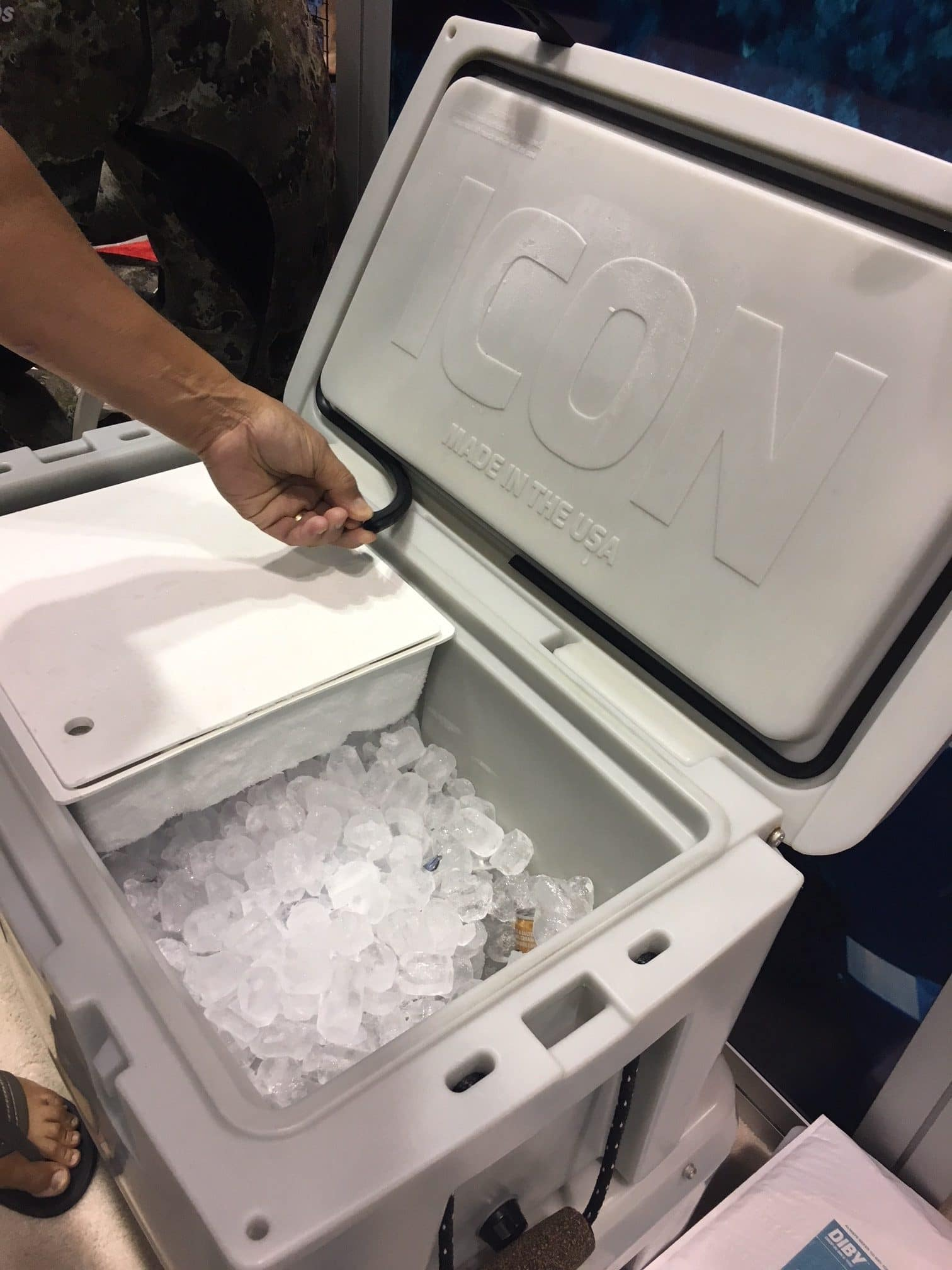 The Icon cooler features a removable gasket seal for easy cleaning and the patented Diby fridge sleeve.