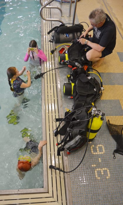 children learning scuba