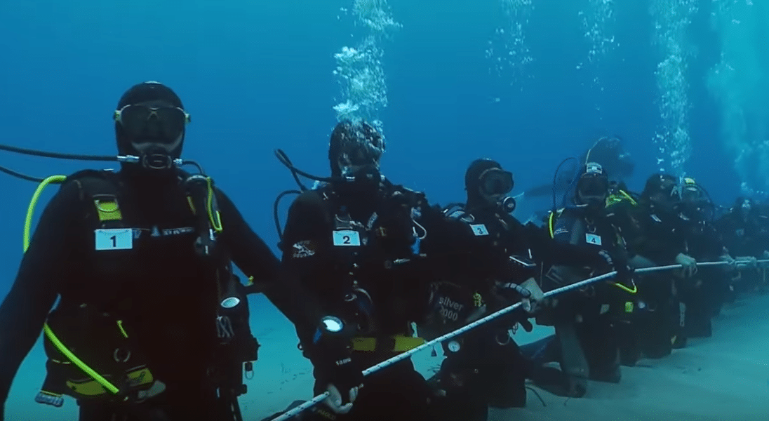 Australian divers attempt to break record