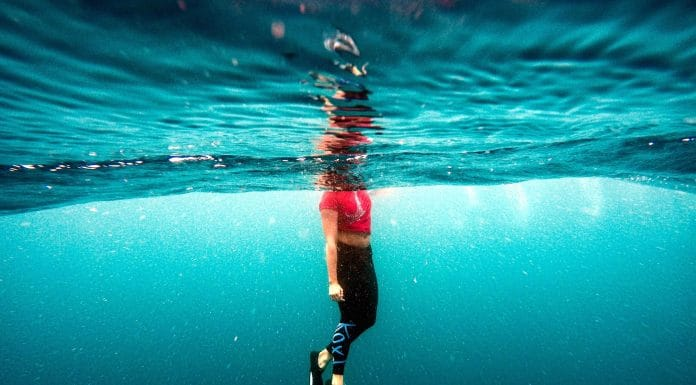 Woman in the surface freediving