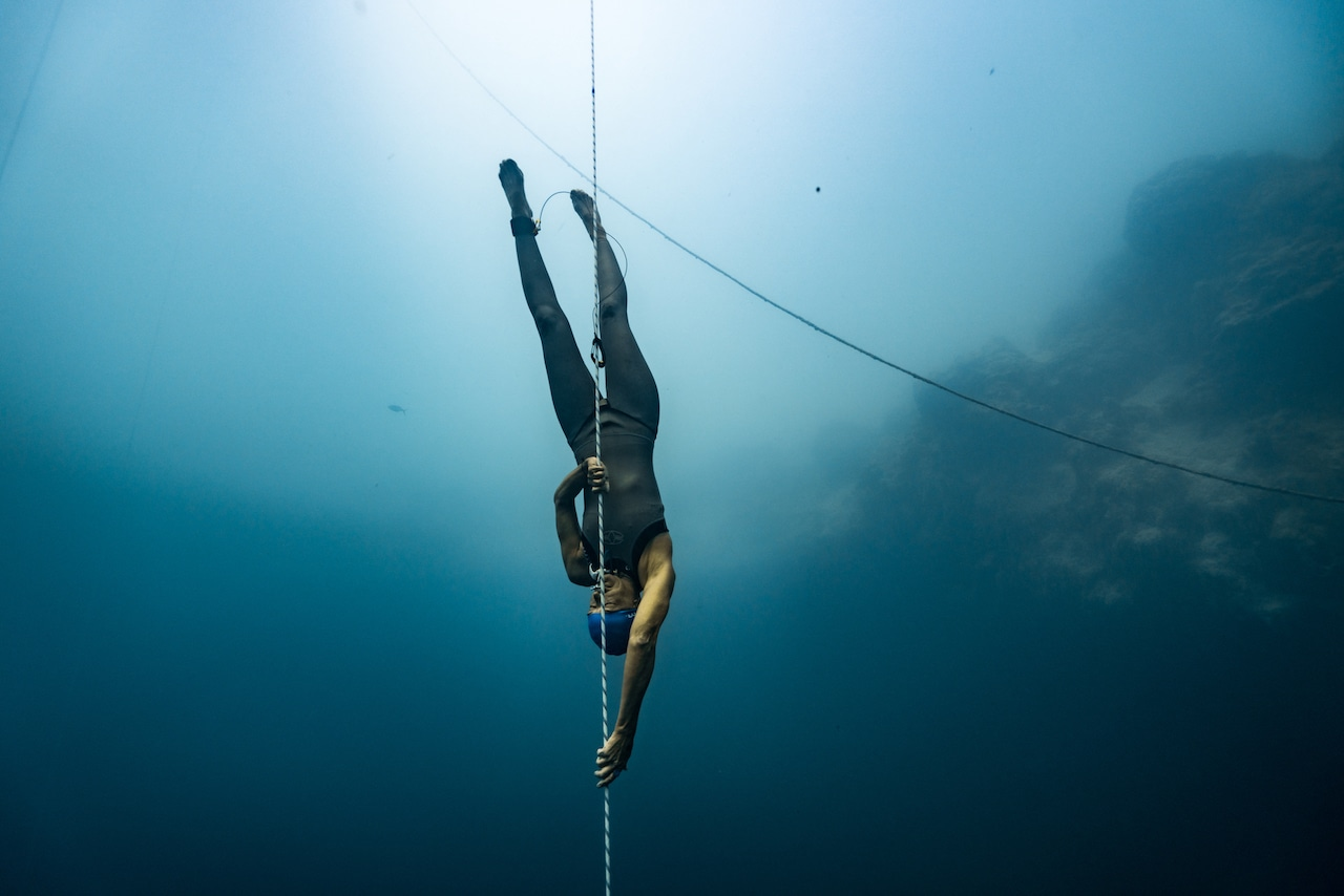 Claire training at Deans Blue Hole (photo by Daan Verhoeven)