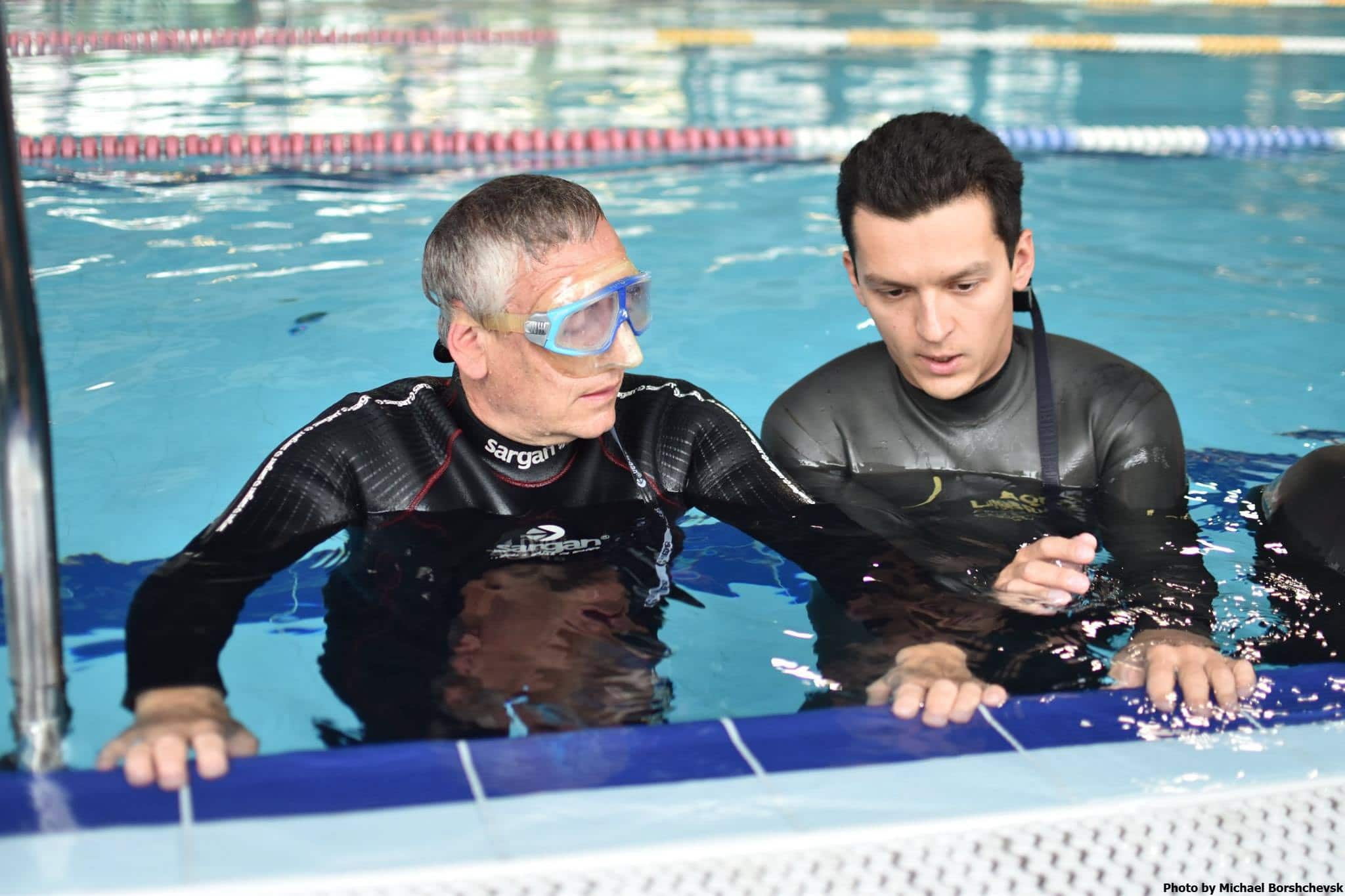 AIDA Develops Methods To Teach Freediving To Visually Impaired Divers