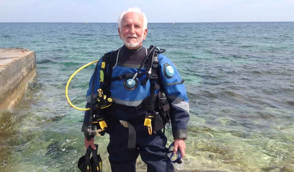 Ray Woolley preparing to dive