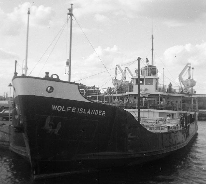 Wolfe Islander II by Capewolfe