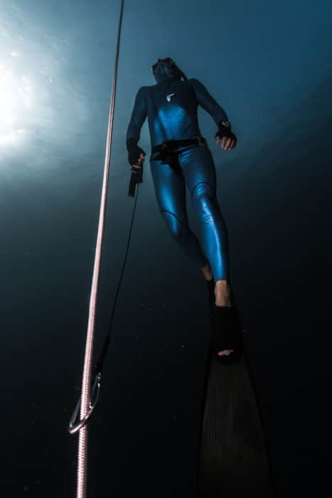 Freediver ascending with a lanyard.