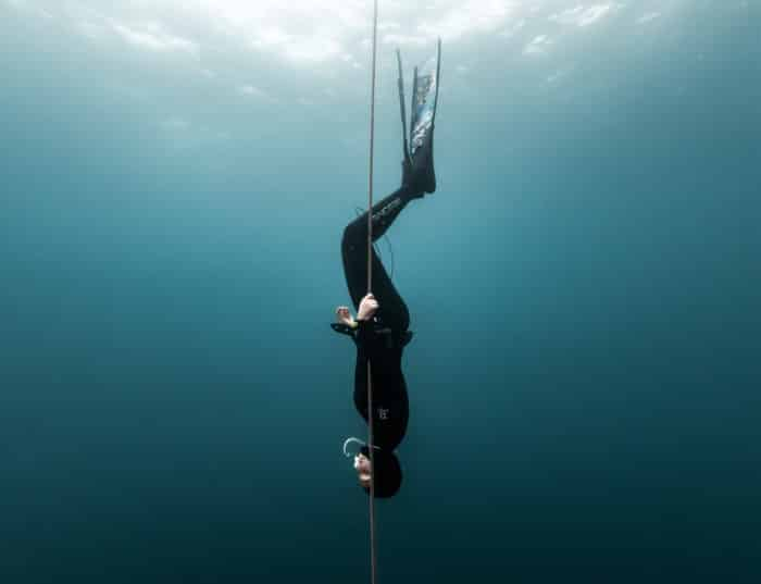 Freefall while holding the line. Photo by Yahia Barakah.