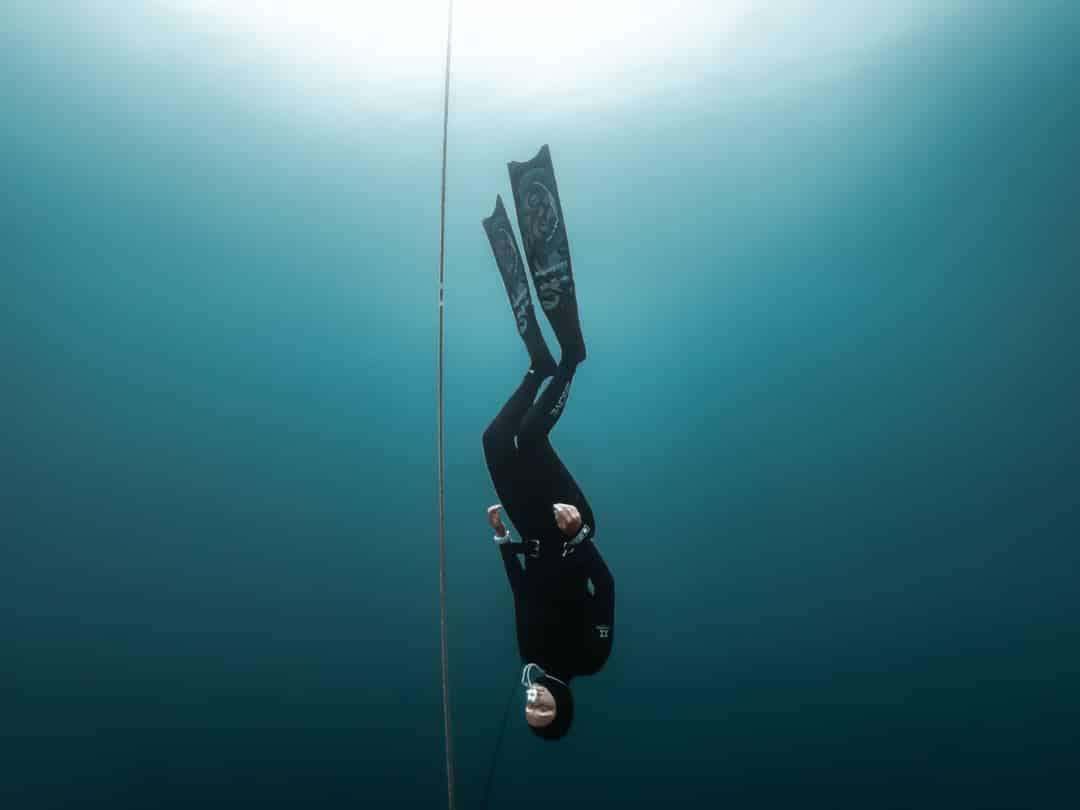 Freefalling without holding the line. Photo by Yahia Barakah.