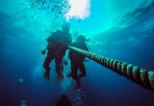 Two scuba diver with the anchor rope