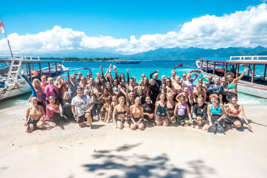 Girls That Scuba Raise Funds For Classroom of Hope 2