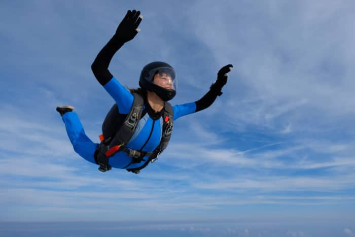 The skydiver turn (opening the chest) should be avoided in freediving