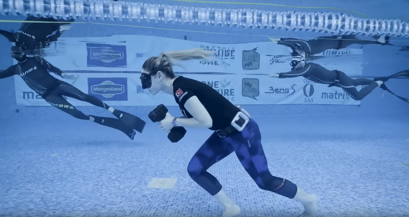 Turkish Freediver Bilge Clingigiray Breaks Guinness World Record For Longest Underwater Walk