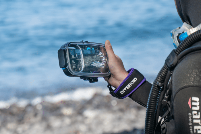 Diveroid, A New Affordable, Compact Dive Solution Turns Your Smartphone Into An All-In-One Dive Gear