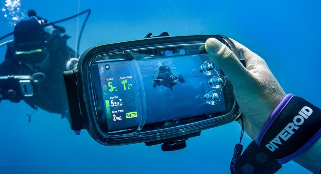 Diveroid, A New Affordable, Compact Dive Solution Turns Your Smartphone Into An All-In-One Dive Gear 1
