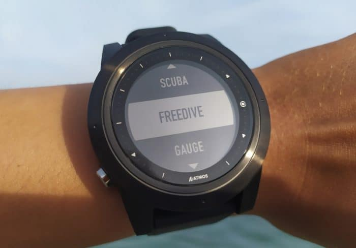 ATMOS MISSION ONE dive mode screen.