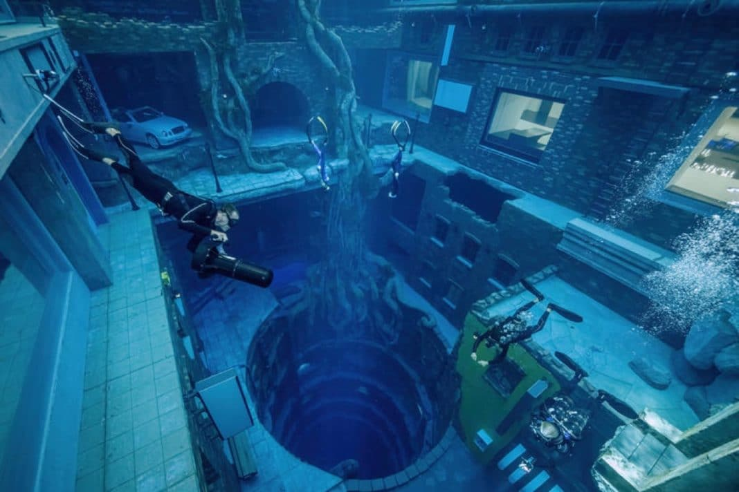 Deep Dive Dubai - The world's deepest pool