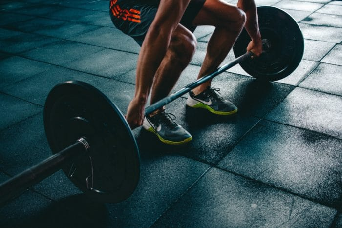 Training deadlifts at the gym for freediving